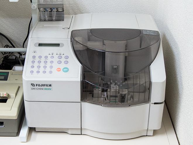 うの動物病院の動物用生化学自動分析装置