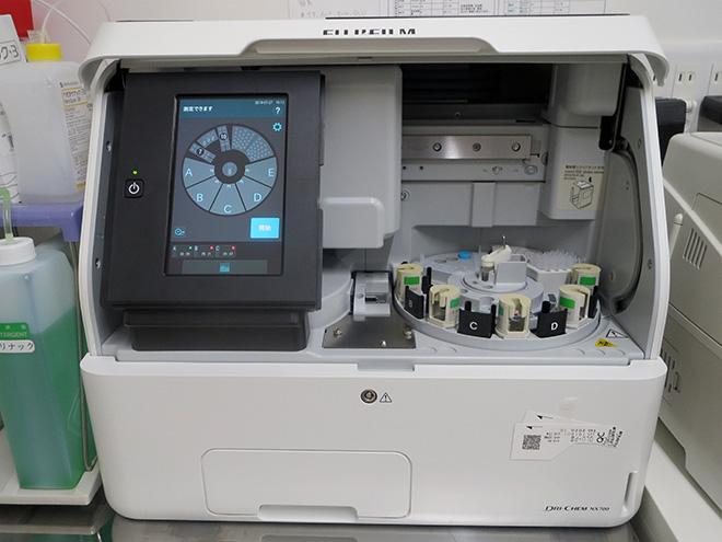 うの動物病院の動物用臨床生化学分析装置